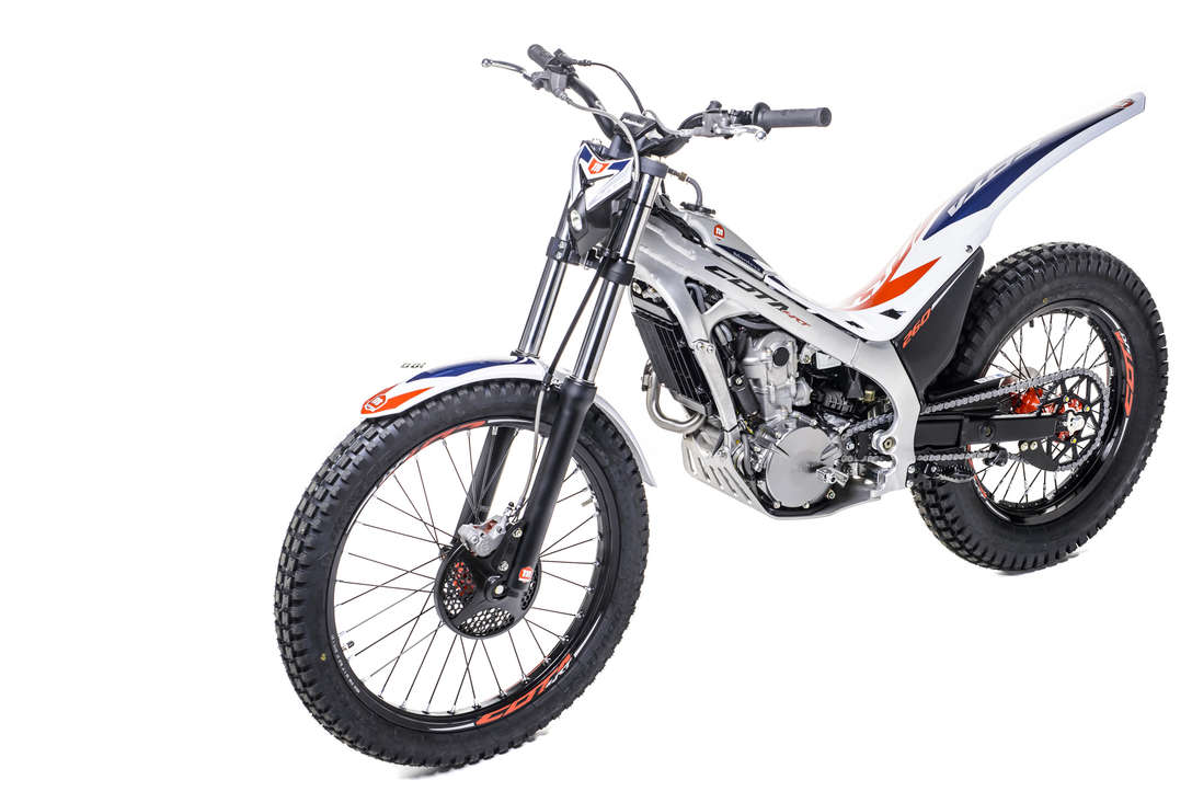 Montesa 4RT 260, 3/4-Frontansicht von links